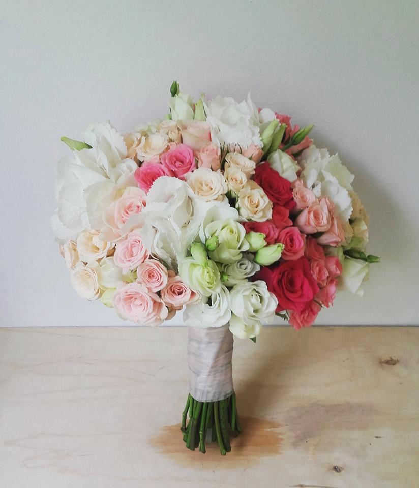 kwiaty do śłubu w odcieniach różowego ombre, róże