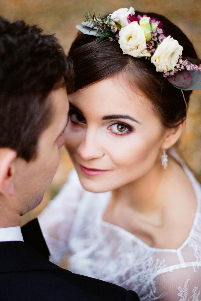 kwiaty we włosy na ślub, wianek, opaska, dekoracja kwiatowa we włosy